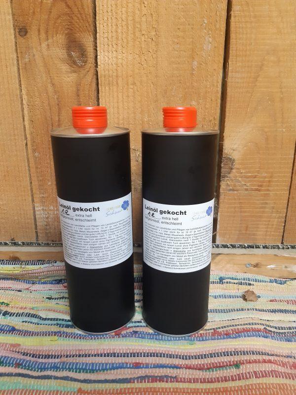 Gekochtes Leinöl in der Metallflasche